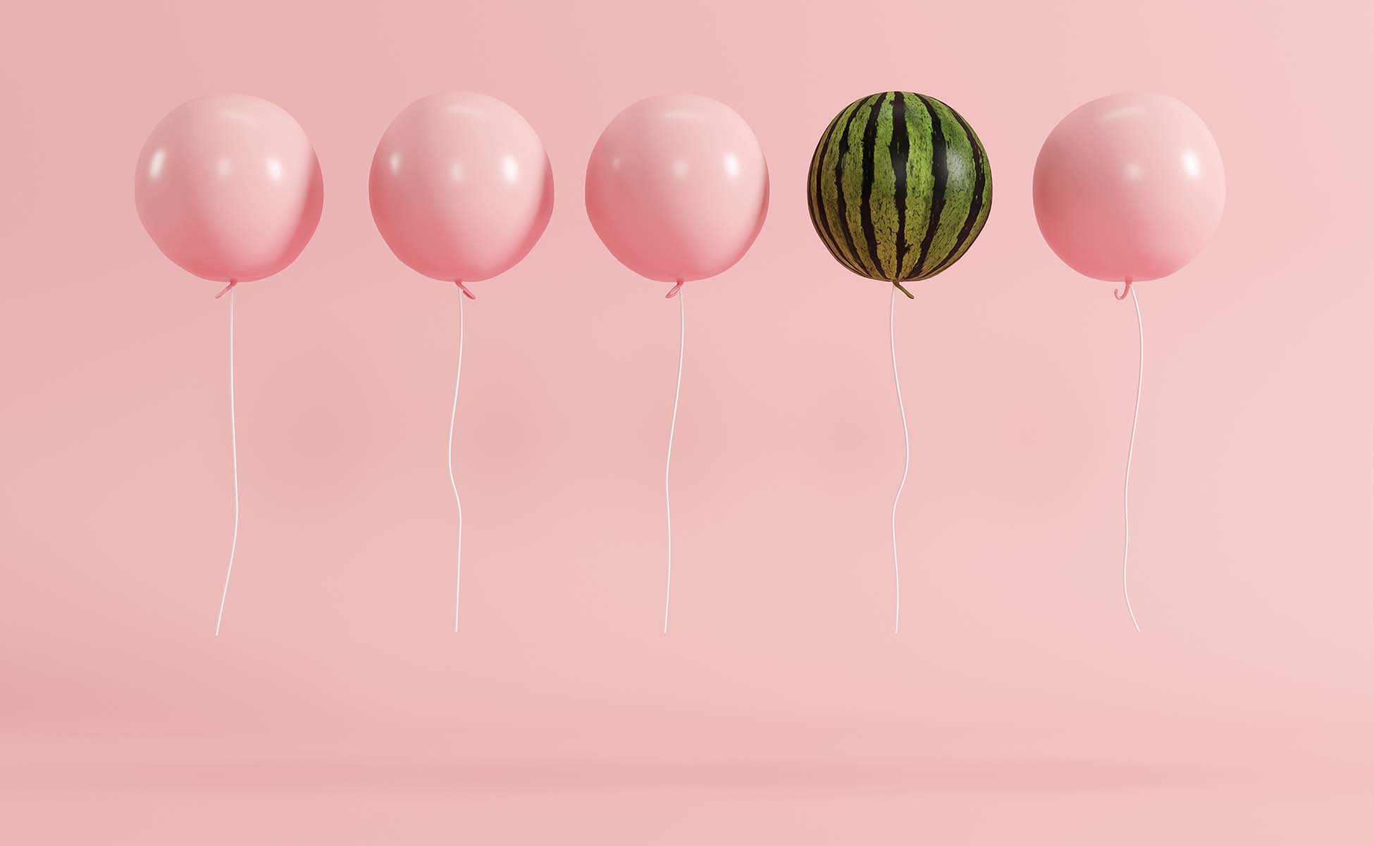 4 lyserøde balloner samt en der forestiller en vandmelon, alle med helium
